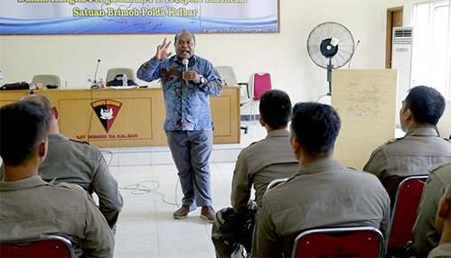 PTFI's Human Rights Compliance Officer conducts a training session on the Voluntary Principles on Security and Human Rights for host government security personnel prior to their deployment to the project area.